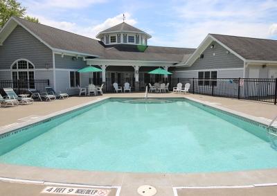 Hudson Preserve Apartments - Swimming Pool