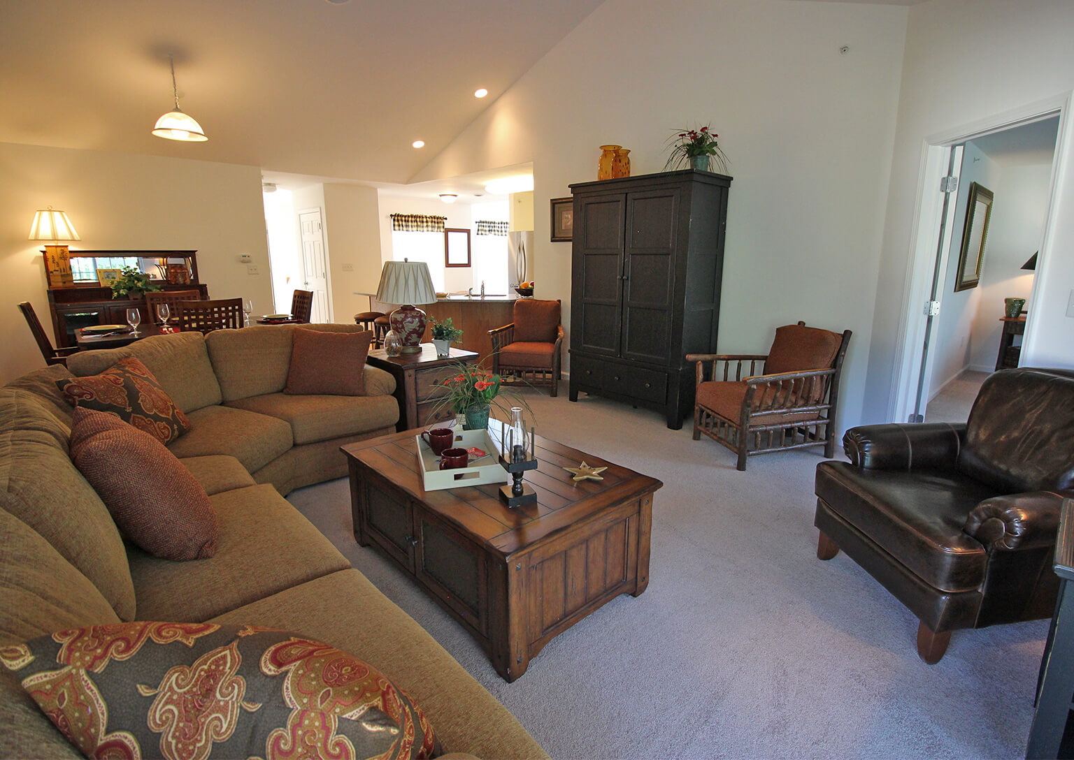 Hudson Preserve Apartments - Saratoga Gran-Luxe Living Room