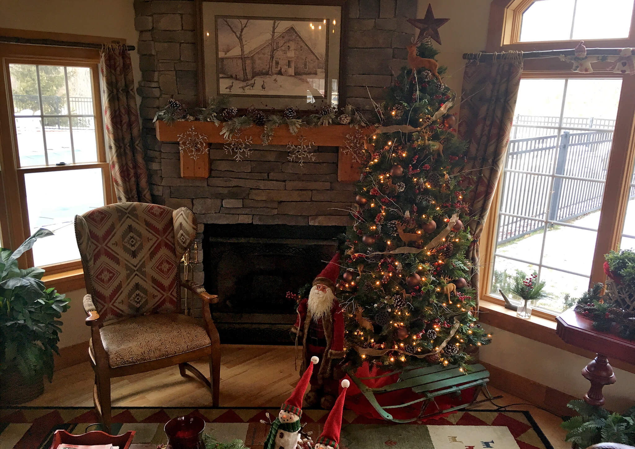 Hudson Preserve Apartments - Holiday 2017 - Christmas Tree By Fireplace