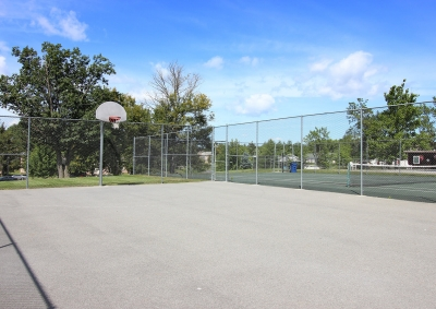 Lake Shore Park Apartments - Basketball Court
