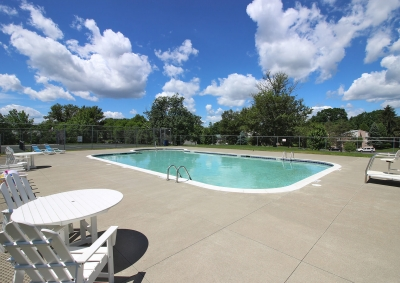 Lake Shore Park Apartments - Pool