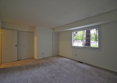 Lake Shore Park Apartments - Bedroom