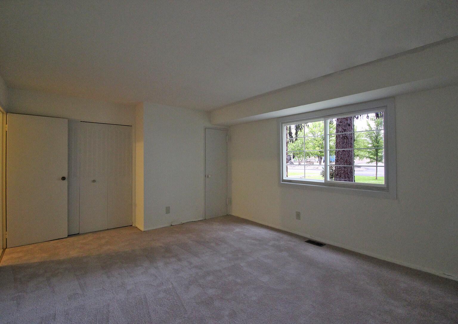 Lake Shore Park Apartments - Bedroom