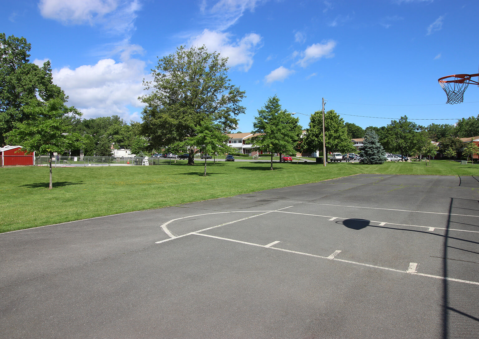 Valley View Apartments - Basketball Court