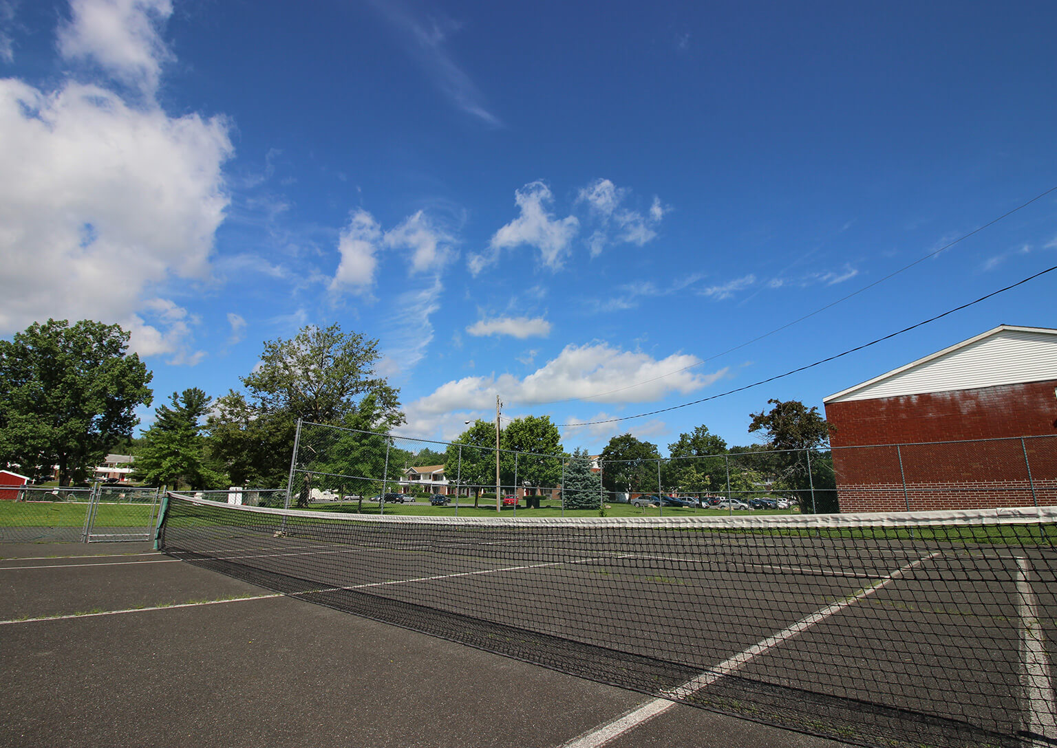 Valley View Apartments - Tennis Court